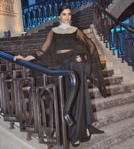 Deepika-Padukone-Stills-At-Lakme-Fashion-Week-2015-14