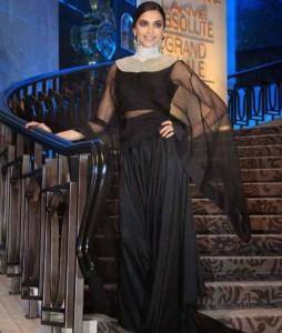 Deepika-Padukone-Stills-At-Lakme-Fashion-Week-2015-19