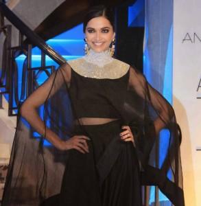 Deepika-Padukone-Stills-At-Lakme-Fashion-Week-2015-22