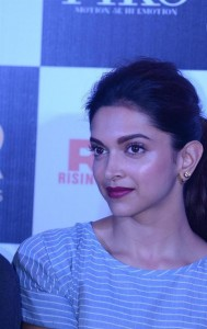 Deepika-Padukone-Stills-at-Piku-Movie-Trailer-Launch-5