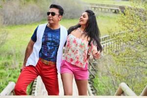 Kamal-Haasan-Pooja-Kumar-Uttama-Villain-Movie-Stills-14
