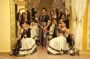 Kamal-Haasan-Pooja-Kumar-Uttama-Villain-Movie-Stills-16