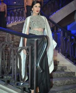 Kareena-Kapoor-Stills-At-Lakme-Fashion-Week-2015-2