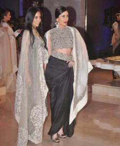 Kareena-Kapoor-Stills-At-Lakme-Fashion-Week-2015-4