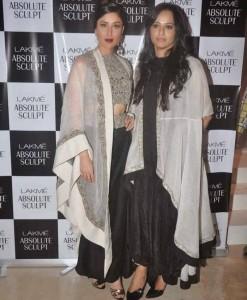 Kareena-Kapoor-Stills-At-Lakme-Fashion-Week-2015-5