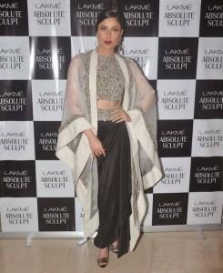 Kareena-Kapoor-Stills-At-Lakme-Fashion-Week-2015-6