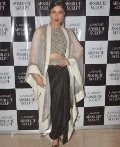 Kareena-Kapoor-Stills-At-Lakme-Fashion-Week-2015-7