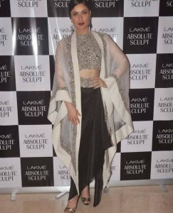 Kareena-Kapoor-Stills-At-Lakme-Fashion-Week-2015-8