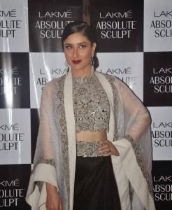 Kareena-Kapoor-Stills-At-Lakme-Fashion-Week-2015-9