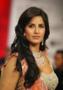 Katrina-Kaif-Stills-At-Ramp-Walk-For-Nakshatra-Diamond-5