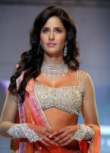 Katrina-Kaif-Stills-At-Ramp-Walk-For-Nakshatra-Diamond-6