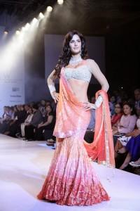 Katrina-Kaif-Stills-At-Ramp-Walk-For-Nakshatra-Diamond-9