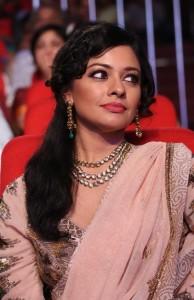 Pooja-Kumar-Stills-At-Uthama-Villian-Telugu-Audio-Launch-1