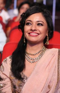 Pooja-Kumar-Stills-At-Uthama-Villian-Telugu-Audio-Launch-13