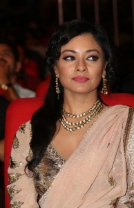Pooja-Kumar-Stills-At-Uthama-Villian-Telugu-Audio-Launch-4