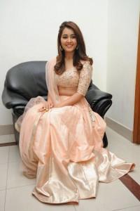 Rashi-Khanna-Stills-At-Jil-Movie-Audio-Launch-4