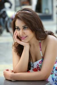 Rashi Khanna Stills in Jil Movie (3)