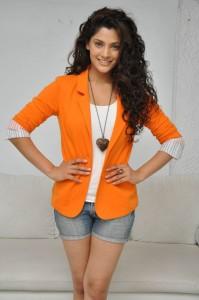 Saiyami Kher (32)