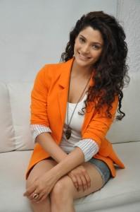 Saiyami Kher (35)