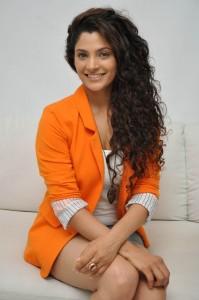 Saiyami Kher (38)