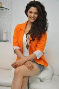 Saiyami Kher (39)