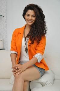 Saiyami Kher (40)