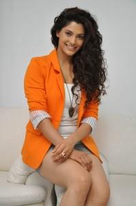 Saiyami Kher (44)
