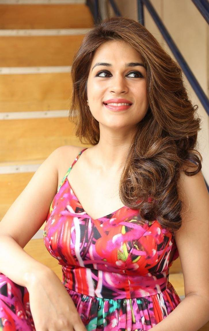 Shraddha-Das-Stills-At-Rey-Movie-Interview-11