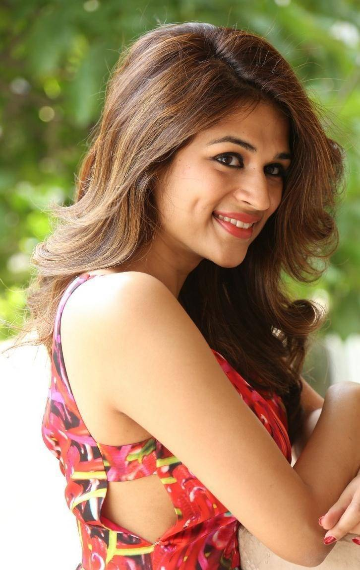 Shraddha-Das-Stills-At-Rey-Movie-Interview-13
