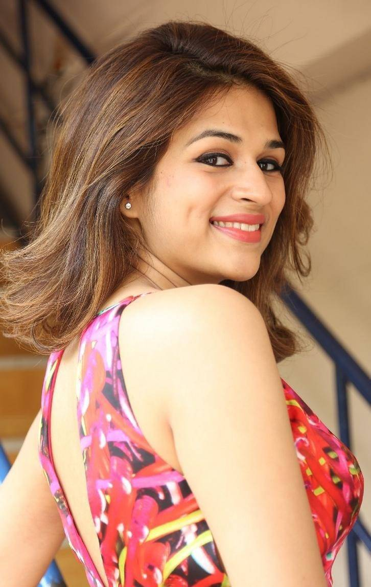 Shraddha-Das-Stills-At-Rey-Movie-Interview-5