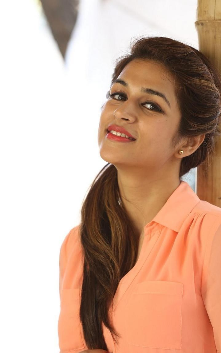 Shraddha-Das-Stills-At-Rey-Movie-Interview-61