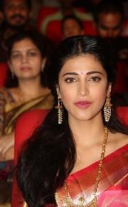 Shruthi-Haasan-Stills-At-Uthama-Villian-Telugu-Audio-Launch-13