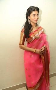 Shruthi-Haasan-Stills-At-Uthama-Villian-Telugu-Audio-Launch-7