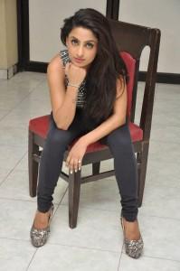 Vriti Khanna Stills at Calling Bells Success Meet (18)