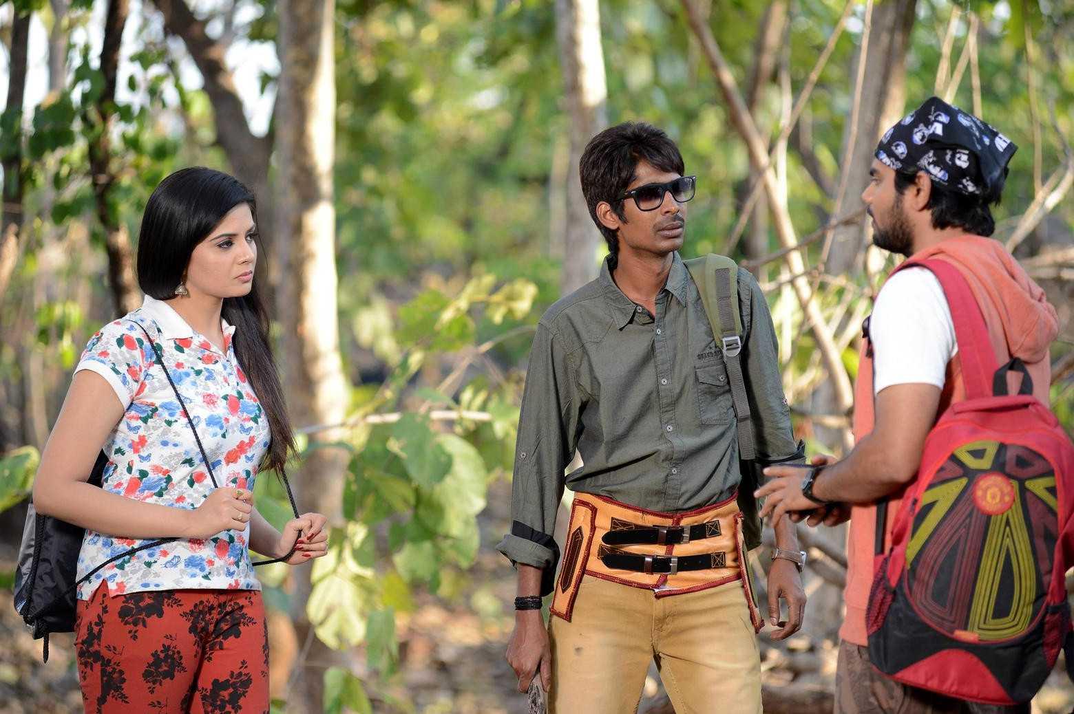 1428677925Dhanalakshmi-Talupu-Tadithey-Movie-Stills-8