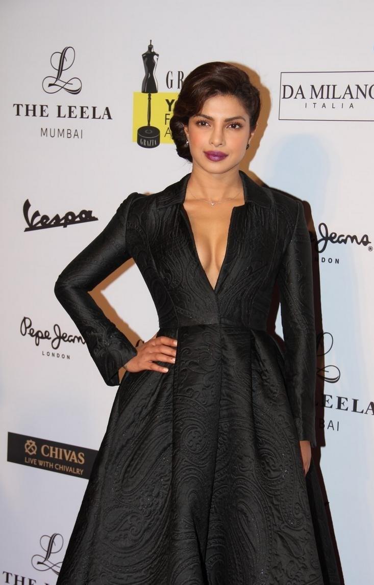 Priyanka-Chopra-Stills-At-Young-Fashion-Awards-2015-1