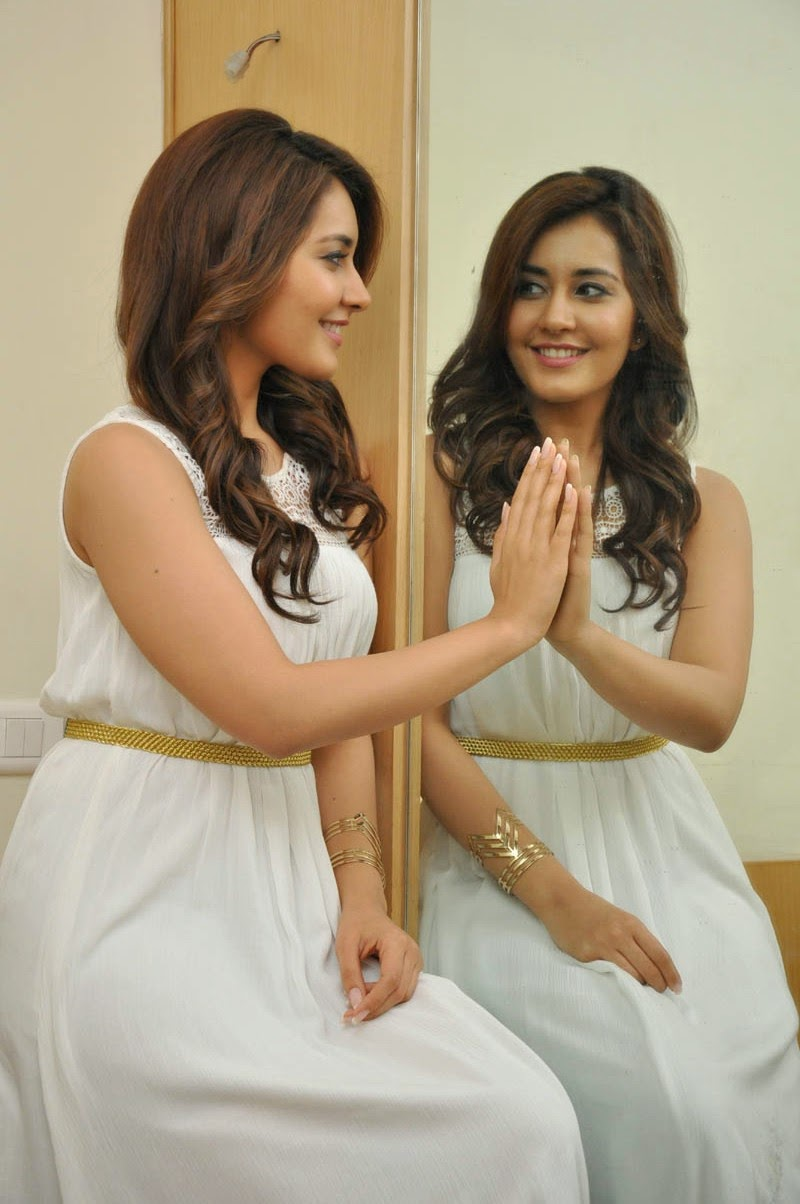 Rashi_Khanna_Cute_Stills_at_Jil_Success_Meet(12)
