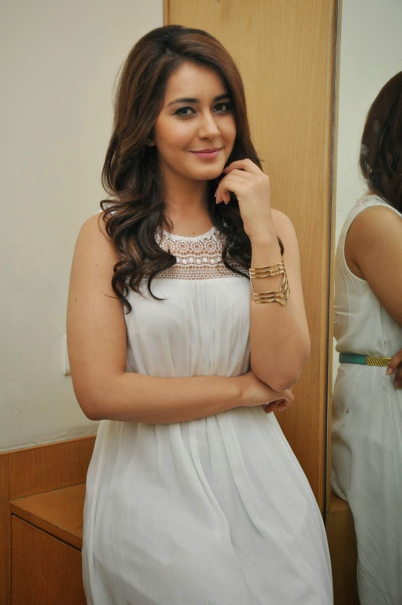 Rashi_Khanna_Cute_Stills_at_Jil_Success_Meet(6)