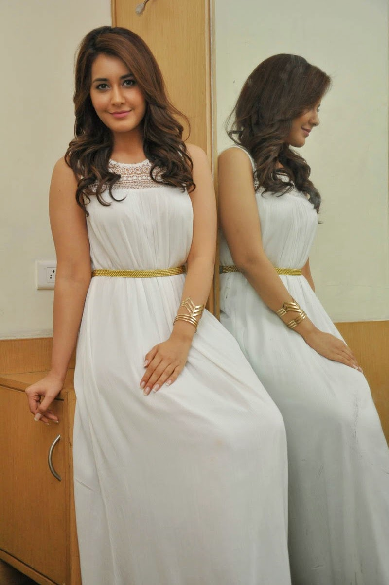 Rashi_Khanna_Cute_Stills_at_Jil_Success_Meet(8)