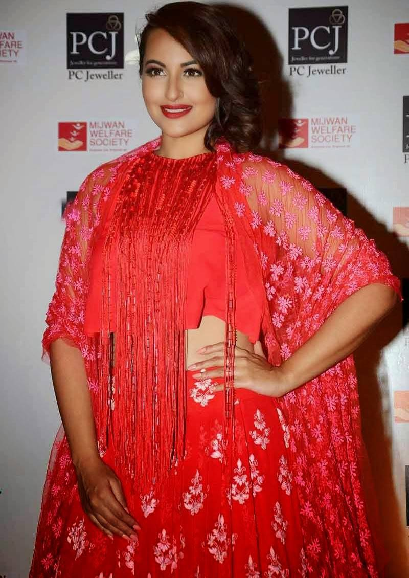 Sonakshi-Sinha-Stills-At-Mijwan-Red-Carpet-Event-1